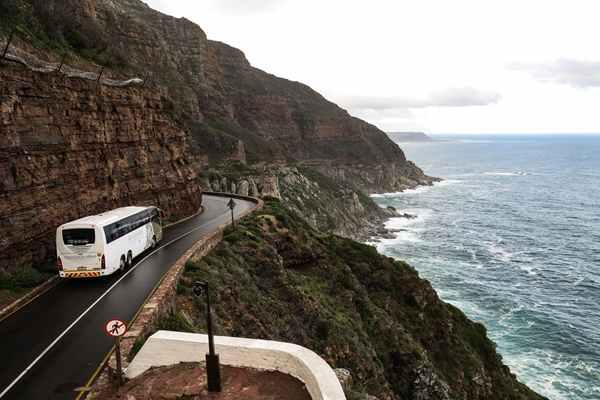 Dlaczego warto korzystać z usług firm transportowych? Wynajem busów