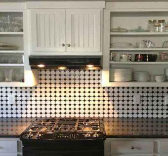 6 zalet mozaiki szklanej w kuchni