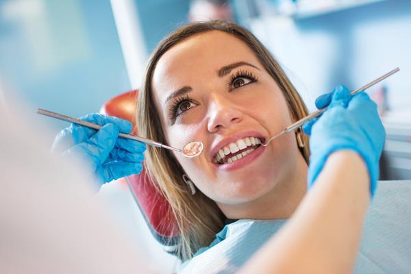Implanty stomatologiczne – nie tylko estetyka!