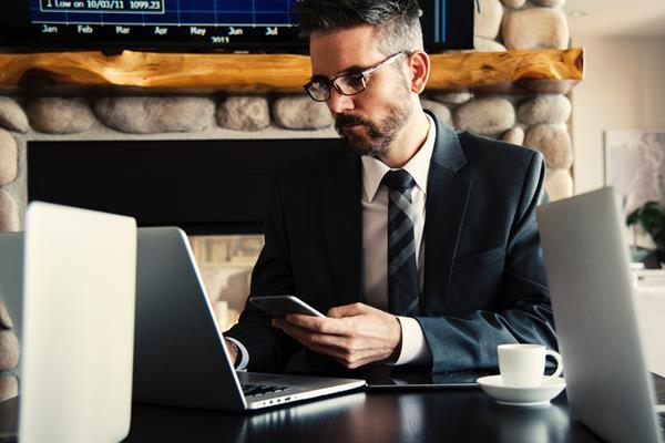 Internet mobilny dla firm – jak wybrać idealny pakiet dla pracowników?